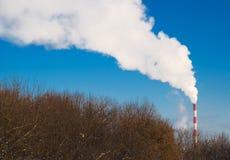 Fumée blanche d'une pipe images stock