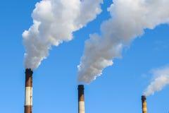 Fumée blanche de cheminée Images libres de droits
