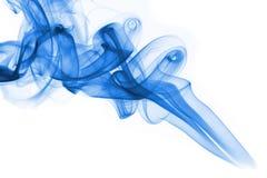 Fumée bleue sur le fond blanc Photo libre de droits