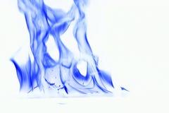 Fumée bleue sur le fond blanc flamme du feu sur le fond blanc photo libre de droits