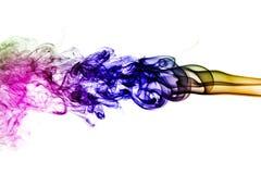 Fumée colorée d'isolement sur le fond blanc Images stock