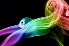 Fumée colorée sur le noir images stock