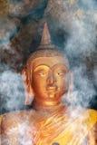Fumée d'encens pour le culte Bouddha Photographie stock