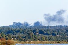 Fumée d'un incendie de forêt Image stock