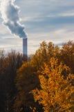 Fumée d'un tuyau industriel Photo libre de droits