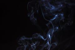 Fumée de bâton d'encens d'isolement Images stock