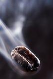 fumée de café d'haricot images stock