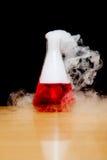 Fumée de glace carbonique de laboratoire photo stock