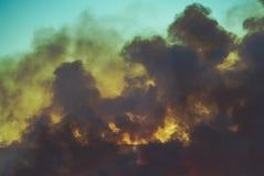 Fumée de pré brûlant Image libre de droits