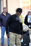 Fumée de respiration d'interprète de rue, Boston, 2014 Image stock