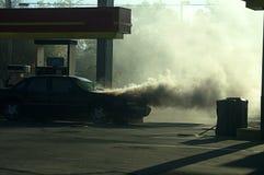 Fumée du feu de voiture Image stock