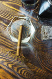 Fumée et alcool de cigare Photos stock