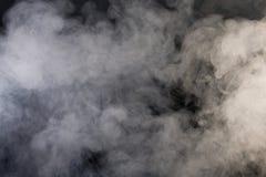 Fumée grise avec le fond noir Photographie stock libre de droits