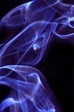 Fumée pourpre sur le noir Photo stock