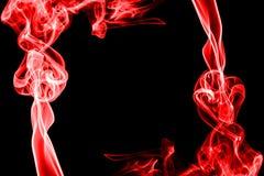 Fumée rouge abstraite sur le fond noir Image libre de droits