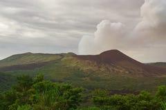 Fumée venant du volcan de masaya Photos stock