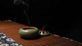 Fum?e de panorama d'encens C?r?monie de th? chinoise banque de vidéos
