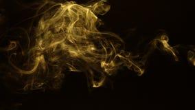 Fum?e jaune de turbulence sur un fond noir banque de vidéos
