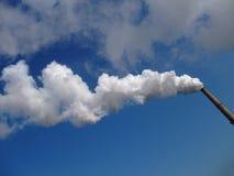 Fuma de uma chaminé Fotografia de Stock