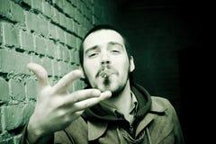 Fumador de cigarro agresivo Imagen de archivo libre de regalías