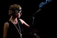 Fumador de cigarro no estilo dos anos 20 Imagem de Stock Royalty Free