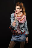 Fumage punk de fille de Glam Photographie stock