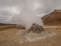 Fumarola em Namaskard Myvatn Islândia imagem de stock