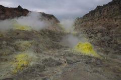 Fumarolas amarelas na montagem vulcânica Io Fotos de Stock Royalty Free