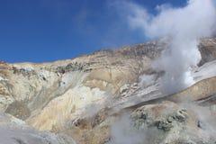 Fumarole bianche del vulcano Mutnovsky Kamchatka Fotografie Stock Libere da Diritti