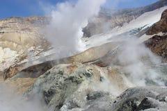 Fumarole bianche del vulcano Mutnovsky Kamchatka Fotografia Stock Libera da Diritti