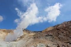 Fumarole bianche del vulcano Mutnovsky Kamchatka Fotografie Stock