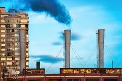 Fumée toxique noire industrielle Photographie stock