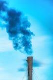 Fumée toxique noire industrielle Photo stock