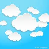 Fumetti astratti sotto forma delle nuvole utilizzate in reti sociali su fondo blu-chiaro Fotografia Stock