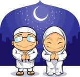 Fumetto del saluto musulmano Ramadan della donna dell'uomo illustrazione di stock