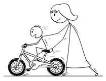 Fumetto della madre e del figlio che imparano guidare una bici o una bicicletta illustrazione vettoriale