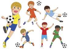 Fumetto di riserva dei ragazzi di vettore che gioca a calcio sull'isolato su Illustrazione Vettoriale