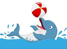 Fumetto felice del delfino che gioca palla Fotografia Stock Libera da Diritti