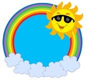 Fumetto Sun con gli occhiali da sole nel cerchio del raibow Fotografie Stock Libere da Diritti