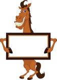 Fumetto sveglio del cavallo con il segno in bianco Fotografia Stock Libera da Diritti