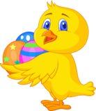 Fumetto sveglio del pollo con l'uovo di Pasqua Fotografia Stock