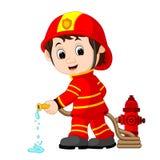 Fumetto sveglio del vigile del fuoco royalty illustrazione gratis
