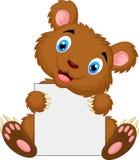 Fumetto sveglio dell'orso bruno che tiene segno in bianco illustrazione vettoriale