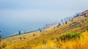 Fumi l'attaccatura sopra il lago Kamloops in Columbia Britannica centrale Fotografie Stock Libere da Diritti