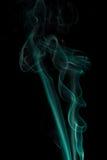 Fumo abstrato no fundo preto foto de stock