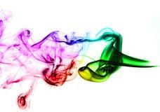 Fumo astratto colorato sopra bianco fotografie stock libere da diritti
