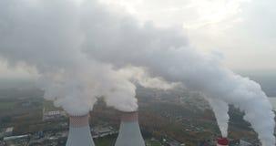 Fumo bianco sopra la centrale elettrica archivi video