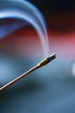Fumo blu su priorità bassa rossa Fotografia Stock
