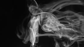 Fumo branco no fundo preto filme