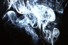 Fumo brilhante claro de fluxo maravilhoso no fundo preto fotos de stock royalty free